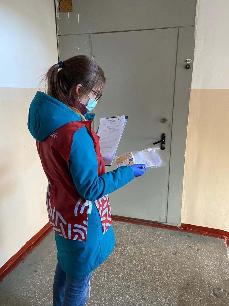 Фото Новосибирские волонтёры получили от Сбербанка 11 тысяч масок 2