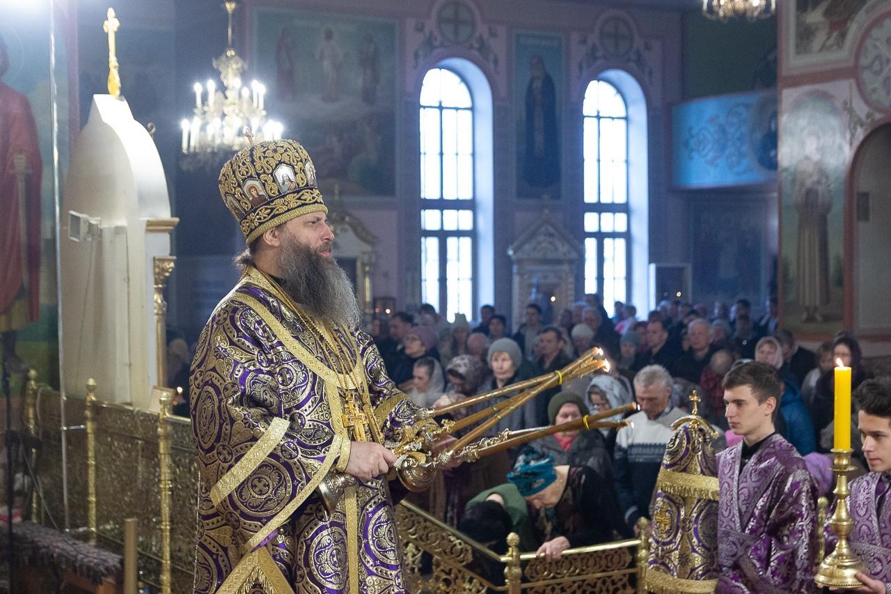 фото «В парикмахерскую – можно, а в церковь – нельзя?»: верующих возмутило закрытие храмов на Пасху в Новосибирске 2