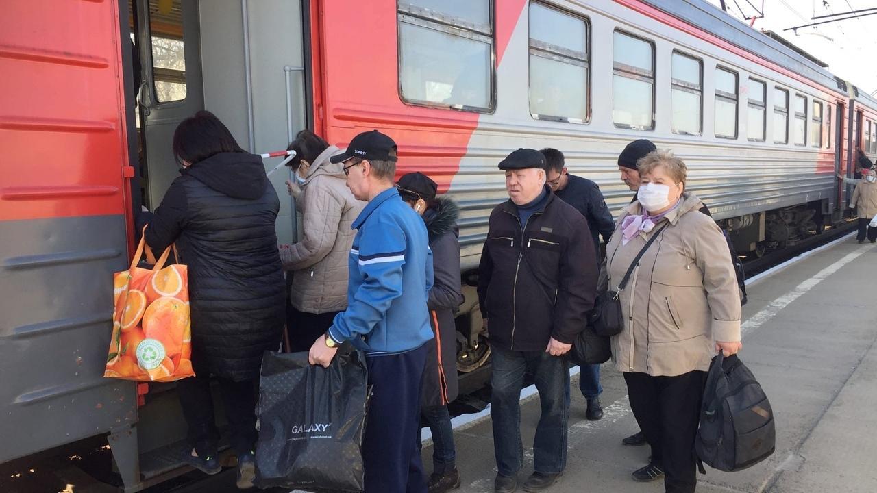 фото Неудержимая тяга к земле: новосибирцы массово устремились на дачи вопреки просьбам мэра и губернатора 12