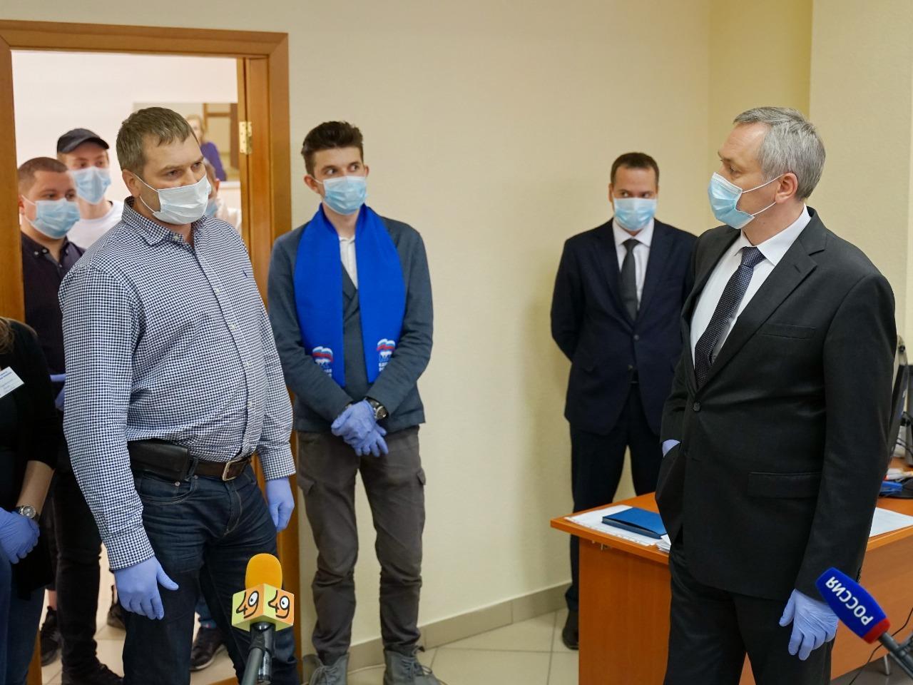 Фото Андрей Травников стал на время добровольцем и лично позвонил получившей помощь пенсионерке 3