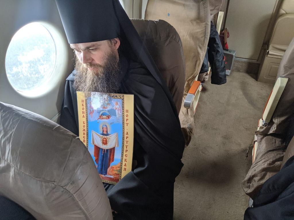 фото Крестный ход против коронавируса: новосибирские священники пролетели над городом с иконами 6