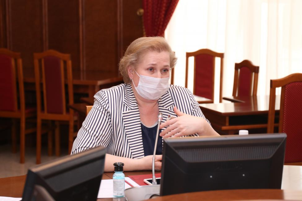 Фото Где сдать анализ и кто отвечает за информирование населения: депутаты Заксобрания Новосибирской области получили ответы о коронавирусе 4