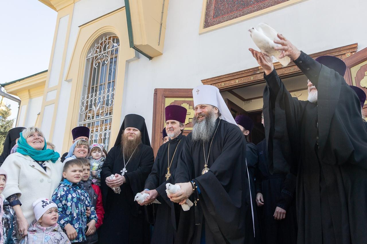 фото «В парикмахерскую – можно, а в церковь – нельзя?»: верующих возмутило закрытие храмов на Пасху в Новосибирске 3