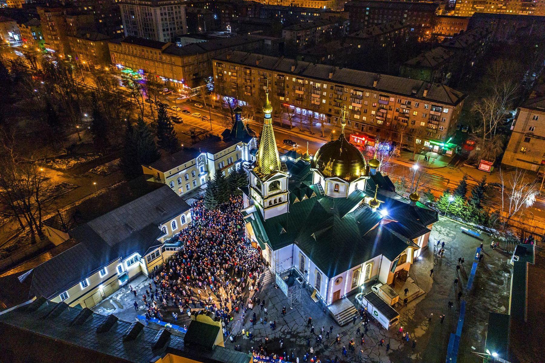 фото «В парикмахерскую – можно, а в церковь – нельзя?»: верующих возмутило закрытие храмов на Пасху в Новосибирске 4