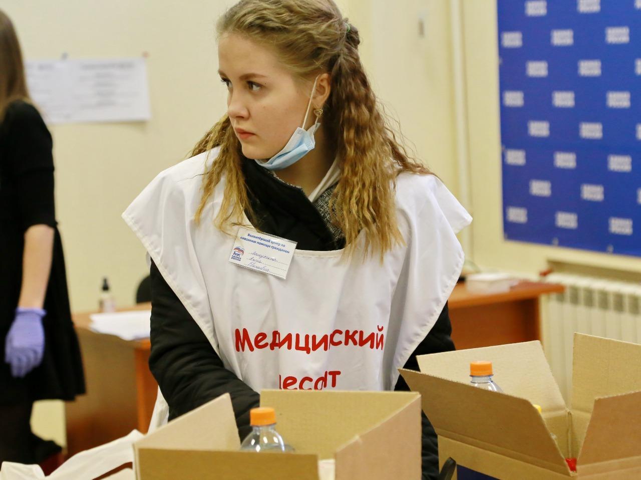 Фото «Призвание медиков – помогать людям»: волонтёры медколледжа пришли на помощь пожилым жителям Новосибирска 2