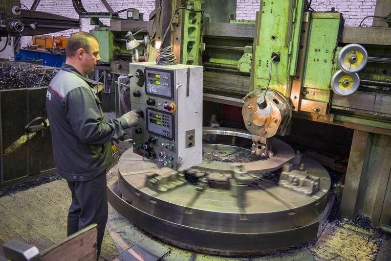 фото Новосибирский завод «ЭЛСИБ» увеличивает не только выручку, но и зарплату персоналу 4