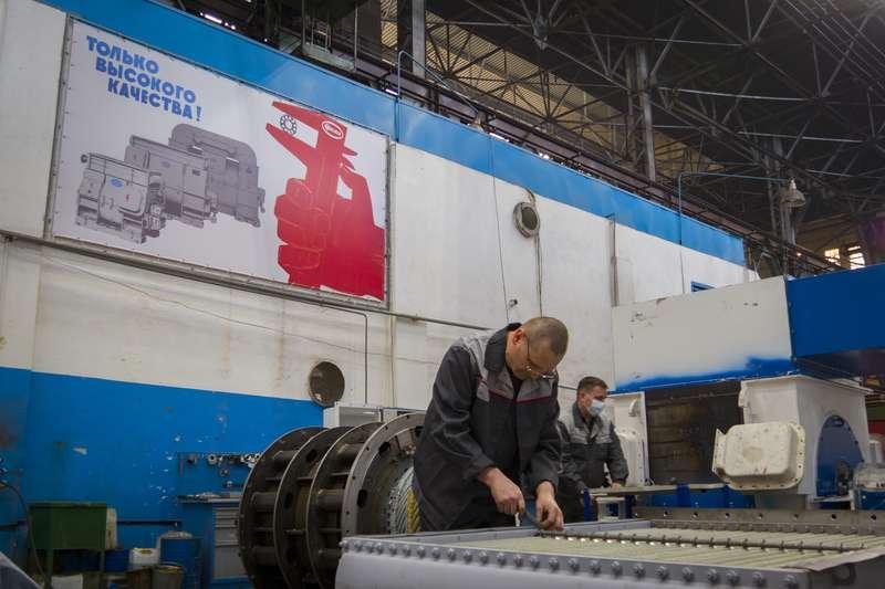 фото Новосибирский завод «ЭЛСИБ» увеличивает не только выручку, но и зарплату персоналу 7