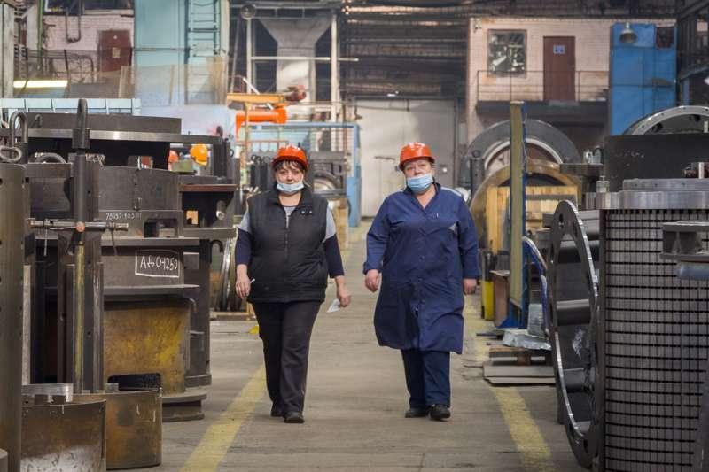 фото Новосибирский завод «ЭЛСИБ» увеличивает не только выручку, но и зарплату персоналу 9