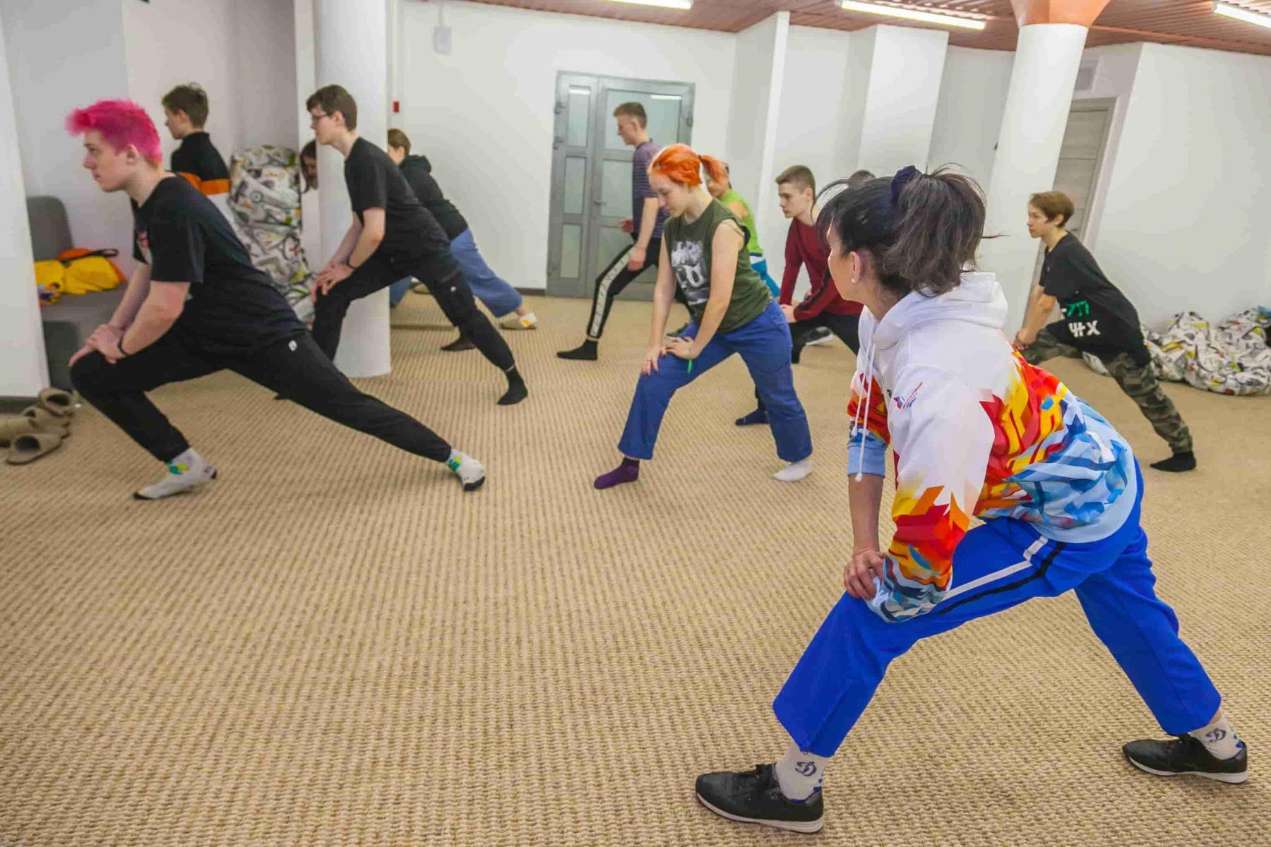 фото «Ростелеком» в Новосибирске организовал зарядку с победителем Олимпийских игр 2