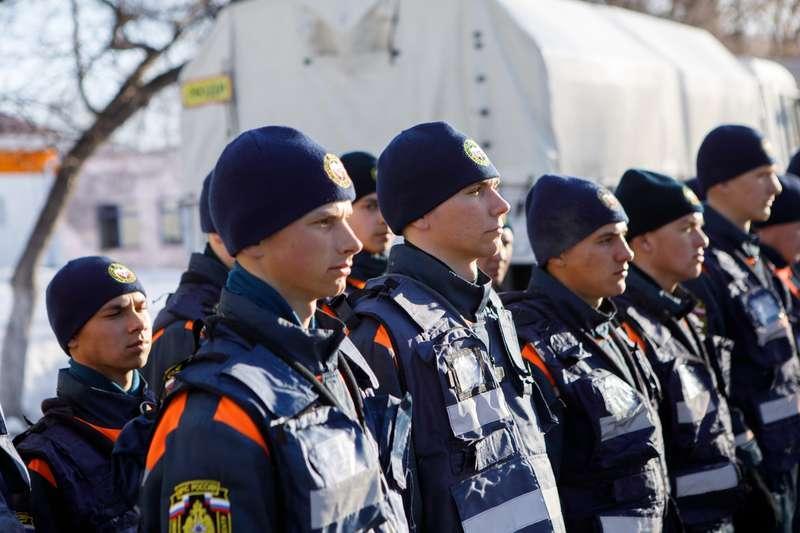 фото Новосибирские спасатели отправились в Барнаул на борьбу с паводком 3