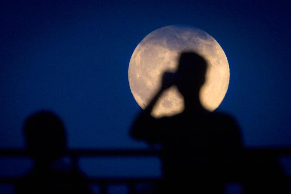 фото Небывалое суперлуние в апреле-2021: кровавая Луна «растерзает» жителей Сибири 2