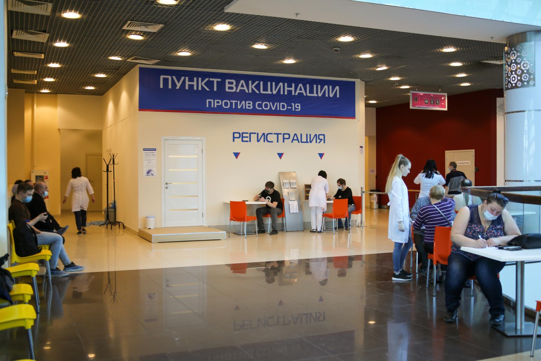 фото «Наконец-то дождались»: как работает первый в Новосибирске мобильный пункт вакцинации от COVID-19 2