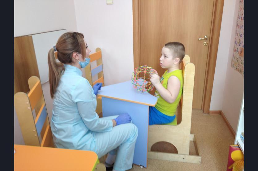 фото «В голове лопнул шунт, который идёт в животик»: мама 5-летнего мальчика из Новосибирска рассказала, как её сын полюбил реабилитологов в Кольцово 2