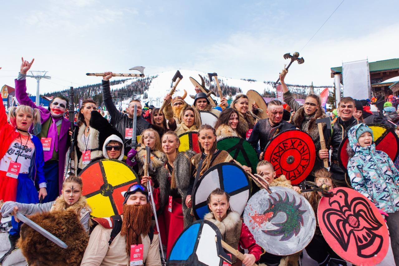 Фото Лыжницы в чулках и с наручниками спустились со снежного склона на фестивале Grelkafest в Шерегеше 4