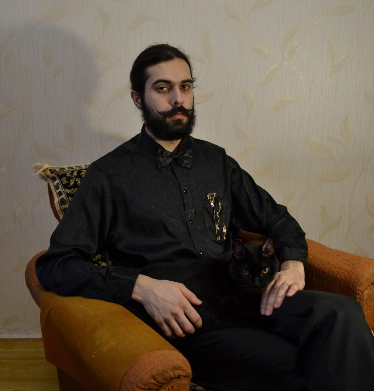 Фото «Полицейский» Тоша регулирует движение, запрещает игры с телефоном и жаждет стать «Главным котиком Томска-2021» 2
