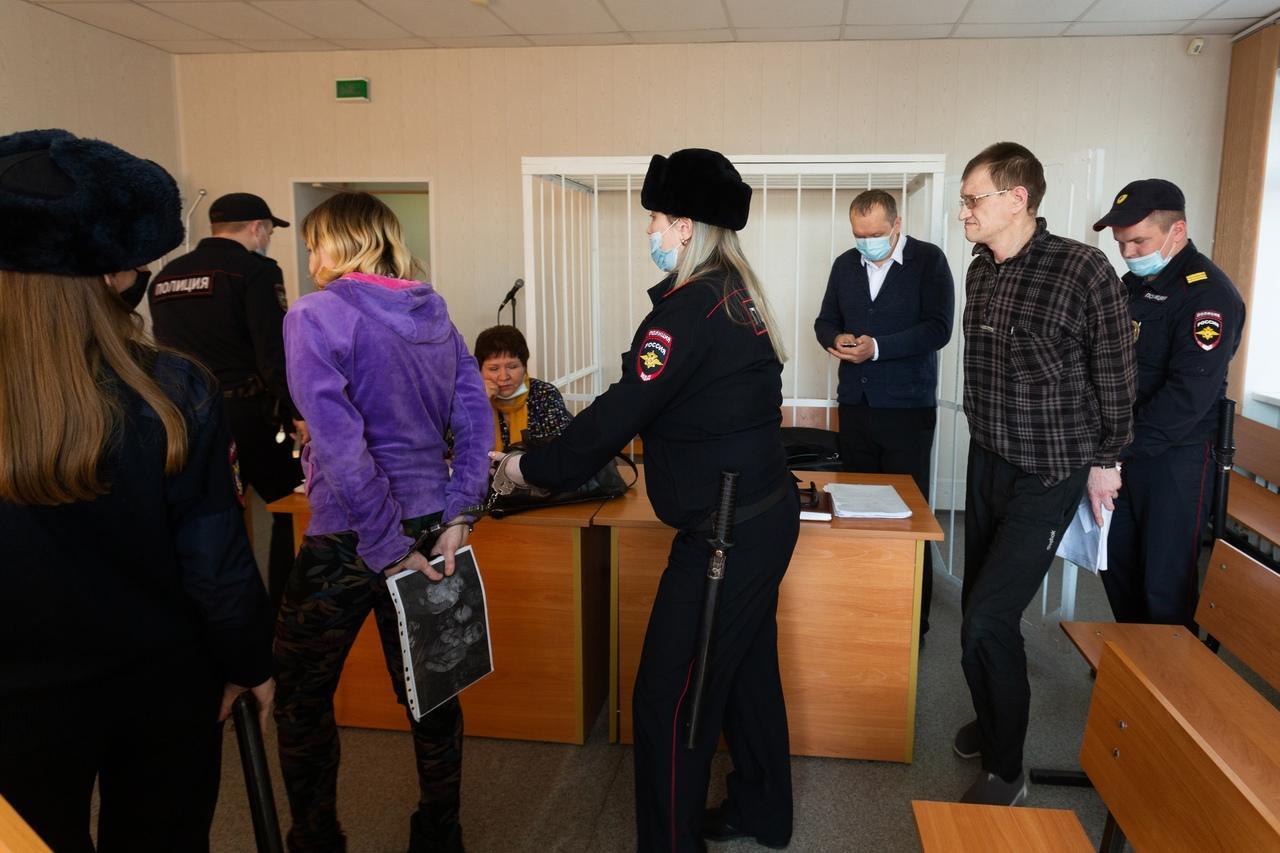 Фото «Выйдем, докажем, кто виноват»: родители сгоревших на пожаре под Новосибирском детей заявили о возможном поджоге 7