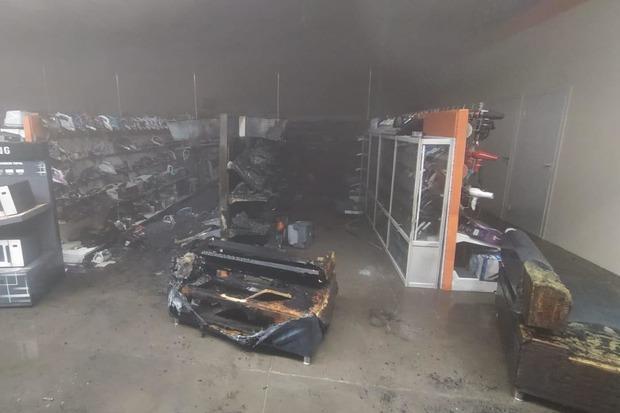 фото Крупный магазин бытовой техники сгорел в Иркутске 2