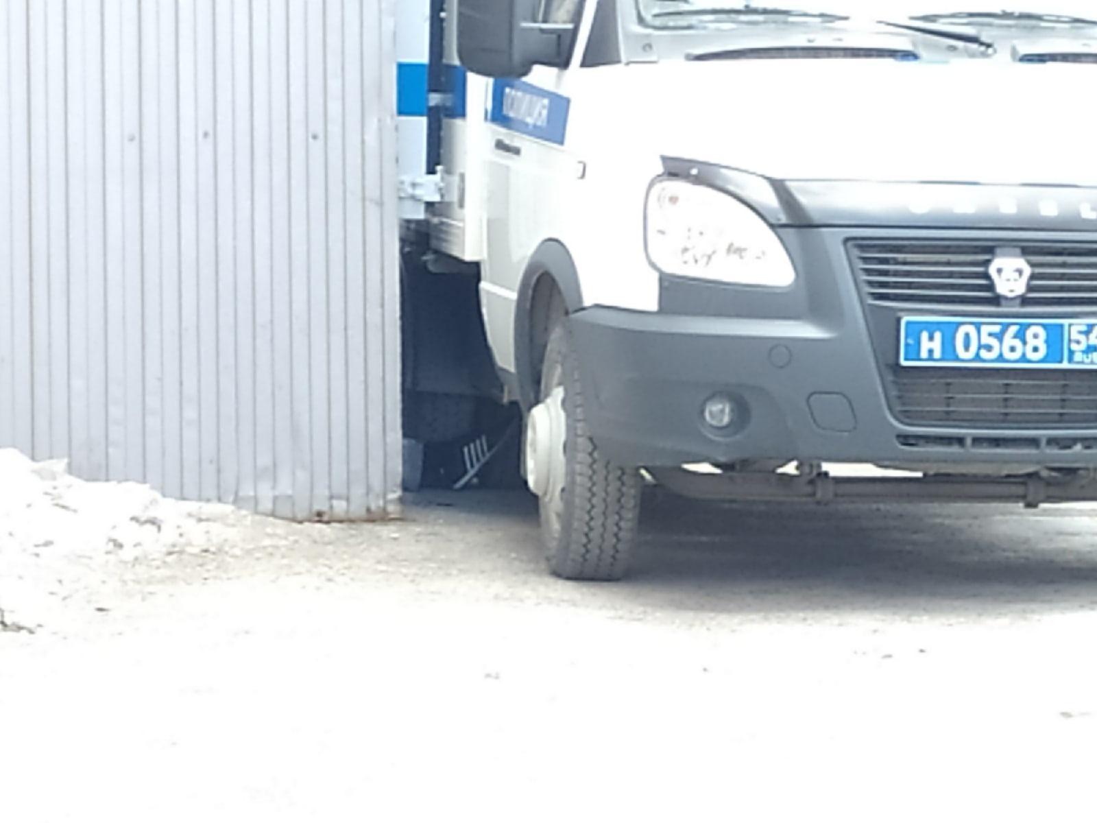 фото Появились фото с места смертельного задержания возле суда в Новосибирске 5