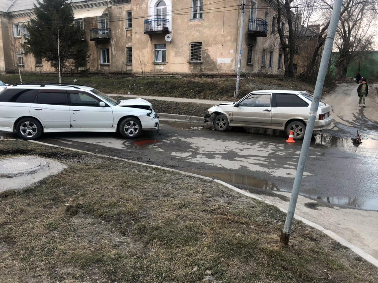 фото В Новосибирске двое детей пострадали в результате лобового ДТП 2