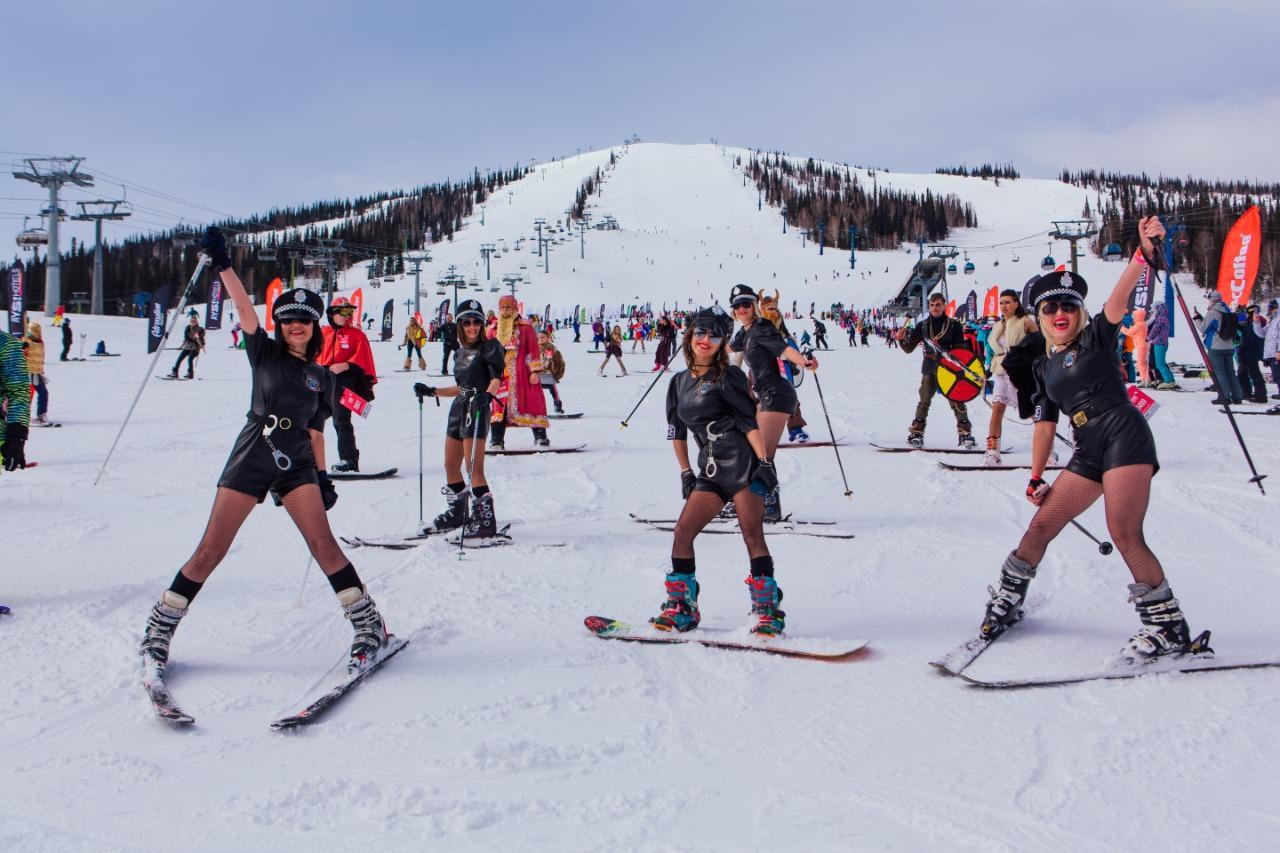 Фото Лыжницы в чулках и с наручниками спустились со снежного склона на фестивале Grelkafest в Шерегеше 7