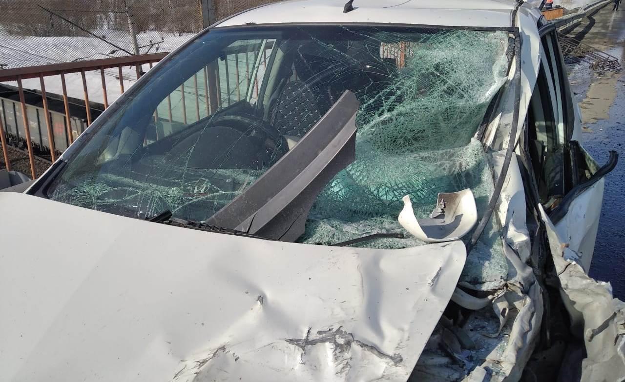 фото Два пассажира погибли в массовом ДТП под Новосибирском из-за опасного манёвра водителя 2