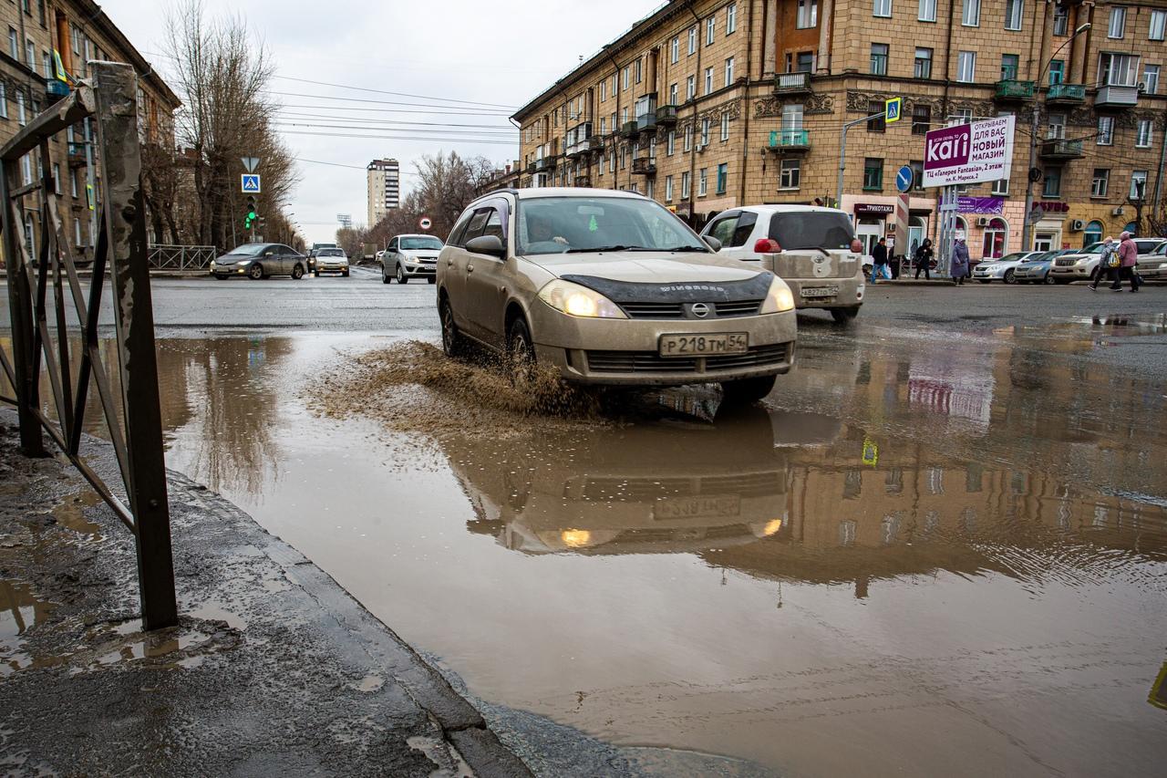 Фото Утекай: долгожданная весна превратила Новосибирск в город огромных луж 8