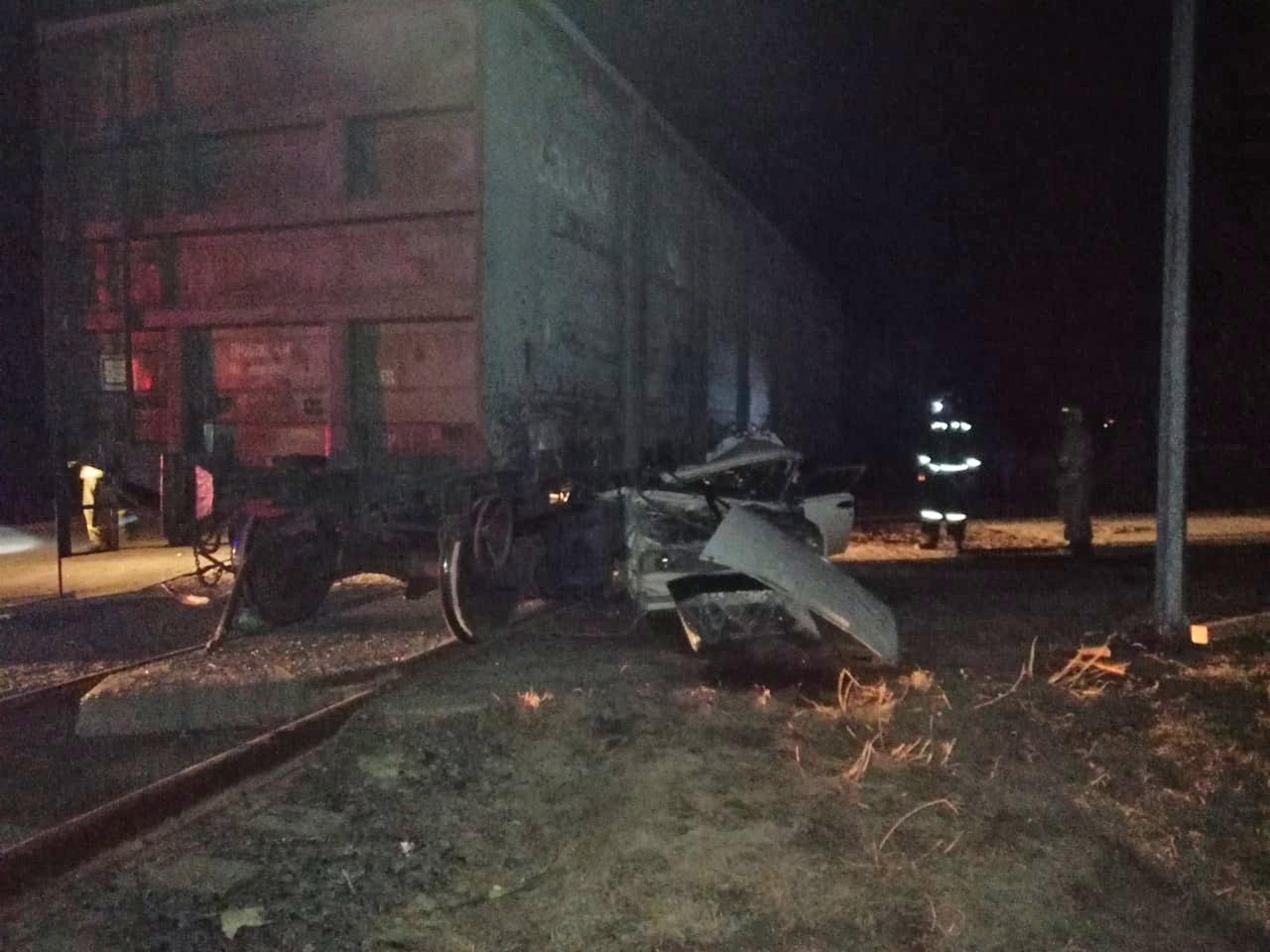 фото Смертельное ДТП: под Новосибирском легковушка влетела в товарный вагон 3