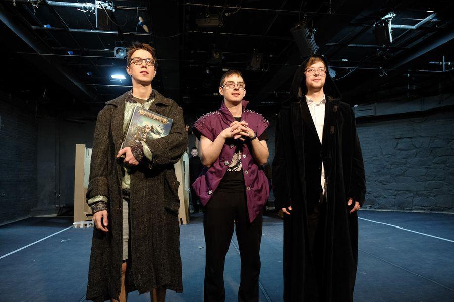 фото «Они все там тупые неудачники»: режиссёр Алексей Золотовицкий рассказал о премьере «Ромео и Джульетта» в Новосибирске 4