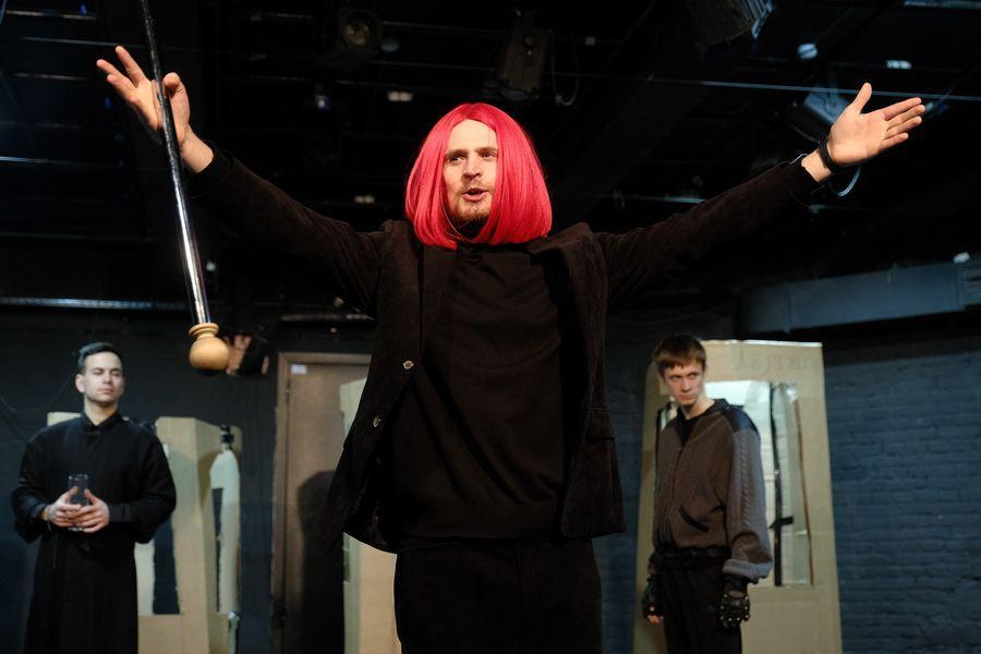 фото «Они все там тупые неудачники»: режиссёр Алексей Золотовицкий рассказал о премьере «Ромео и Джульетта» в Новосибирске 5