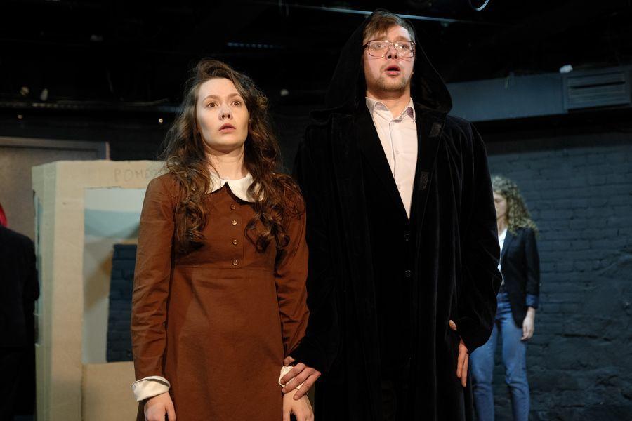 фото «Они все там тупые неудачники»: режиссёр Алексей Золотовицкий рассказал о премьере «Ромео и Джульетта» в Новосибирске 6
