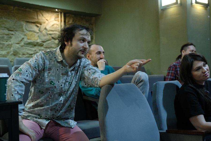 фото «Они все там тупые неудачники»: режиссёр Алексей Золотовицкий рассказал о премьере «Ромео и Джульетта» в Новосибирске 8