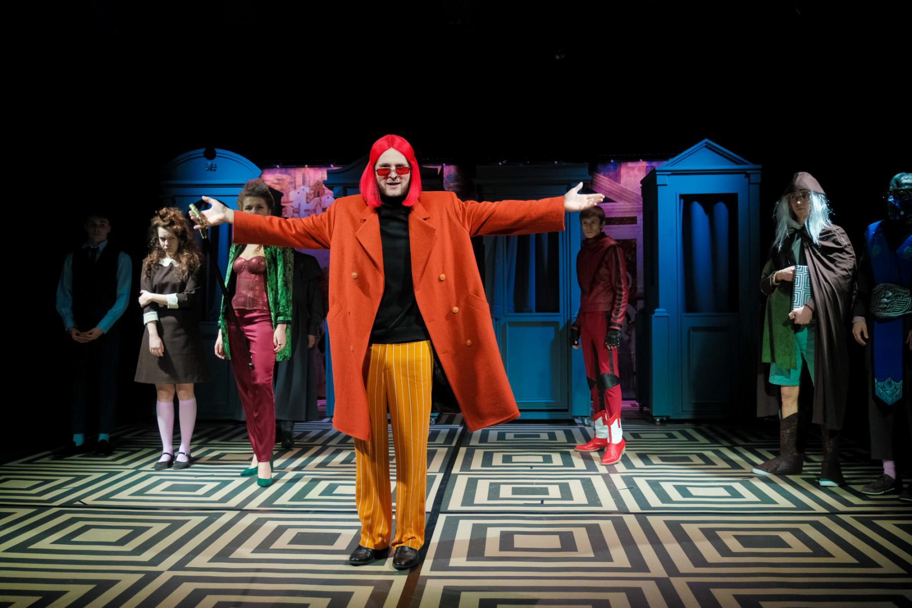 фото «Спектакль про детей, которые наворотили дел, и всё кончилось плохо»: остросюжетный детектив о Ромео и Джульетте показали в  «Первом театре» 4