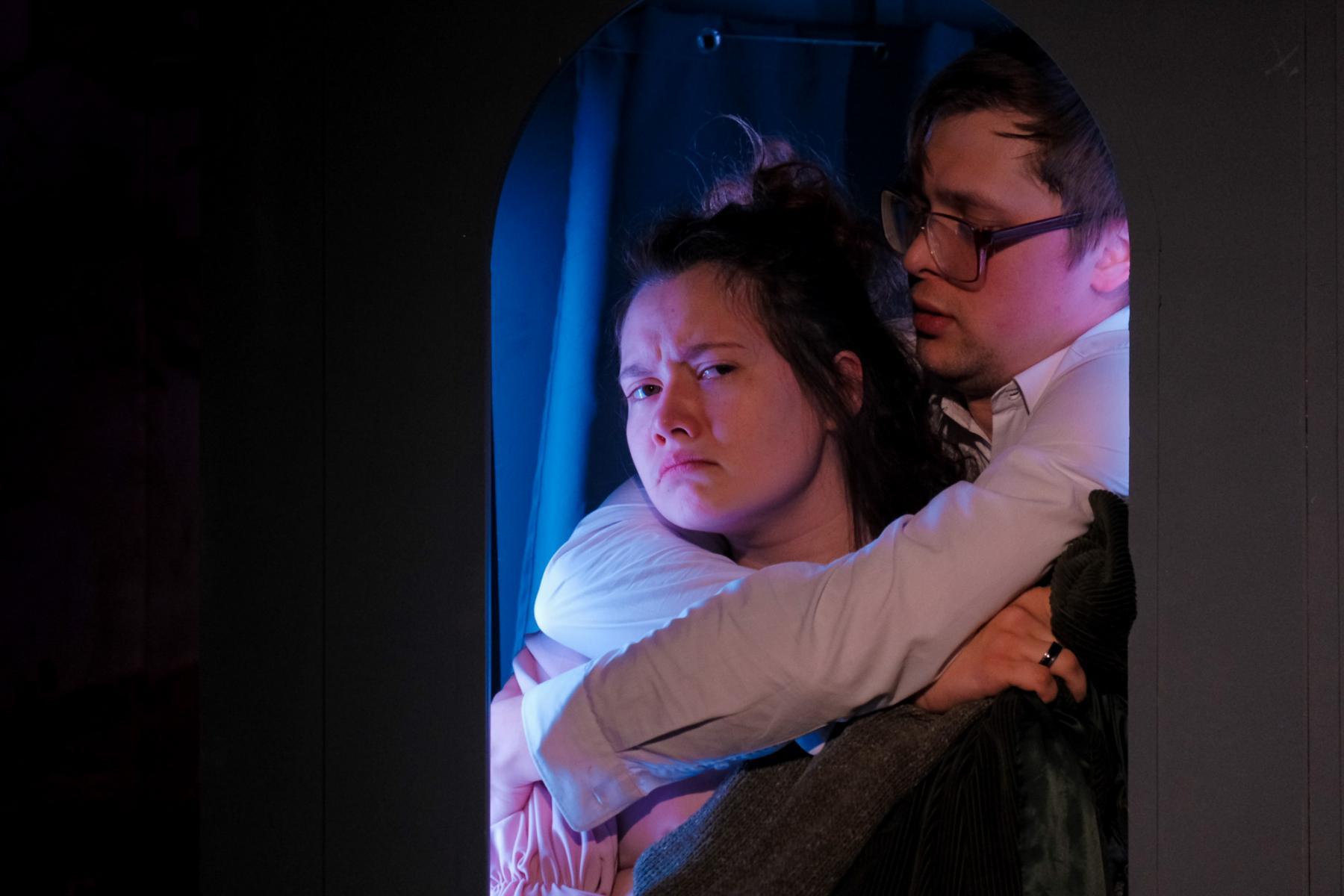 фото «Спектакль про детей, которые наворотили дел, и всё кончилось плохо»: остросюжетный детектив о Ромео и Джульетте показали в  «Первом театре» 7