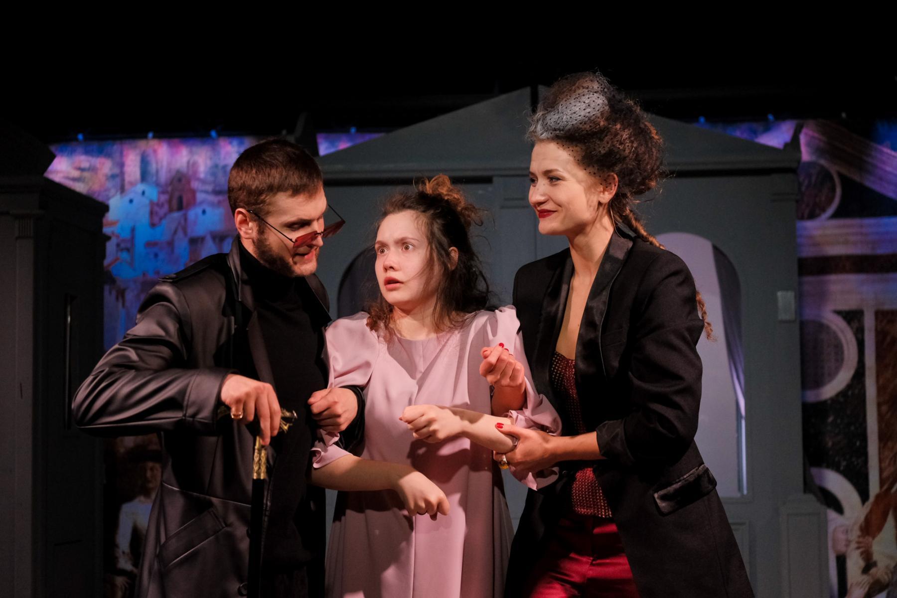 фото «Спектакль про детей, которые наворотили дел, и всё кончилось плохо»: остросюжетный детектив о Ромео и Джульетте показали в  «Первом театре» 5