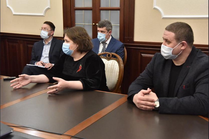 фото Губернатор Травников провёл личный приём жителей в Новосибирске 2