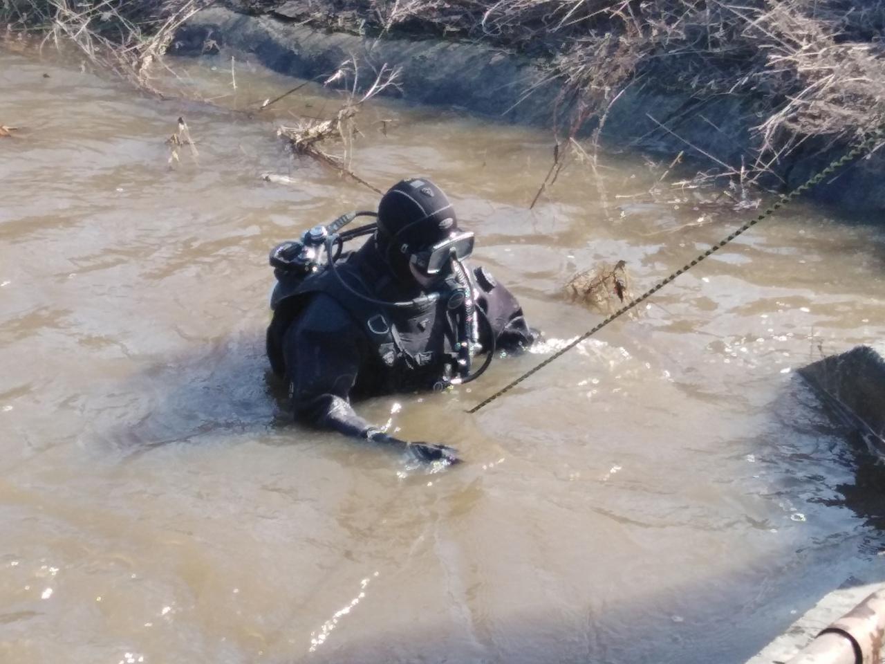 Фото Водолазы обследуют дно реки после исчезновения 6-летнего Максима Фёдорова под Новосибирском 2