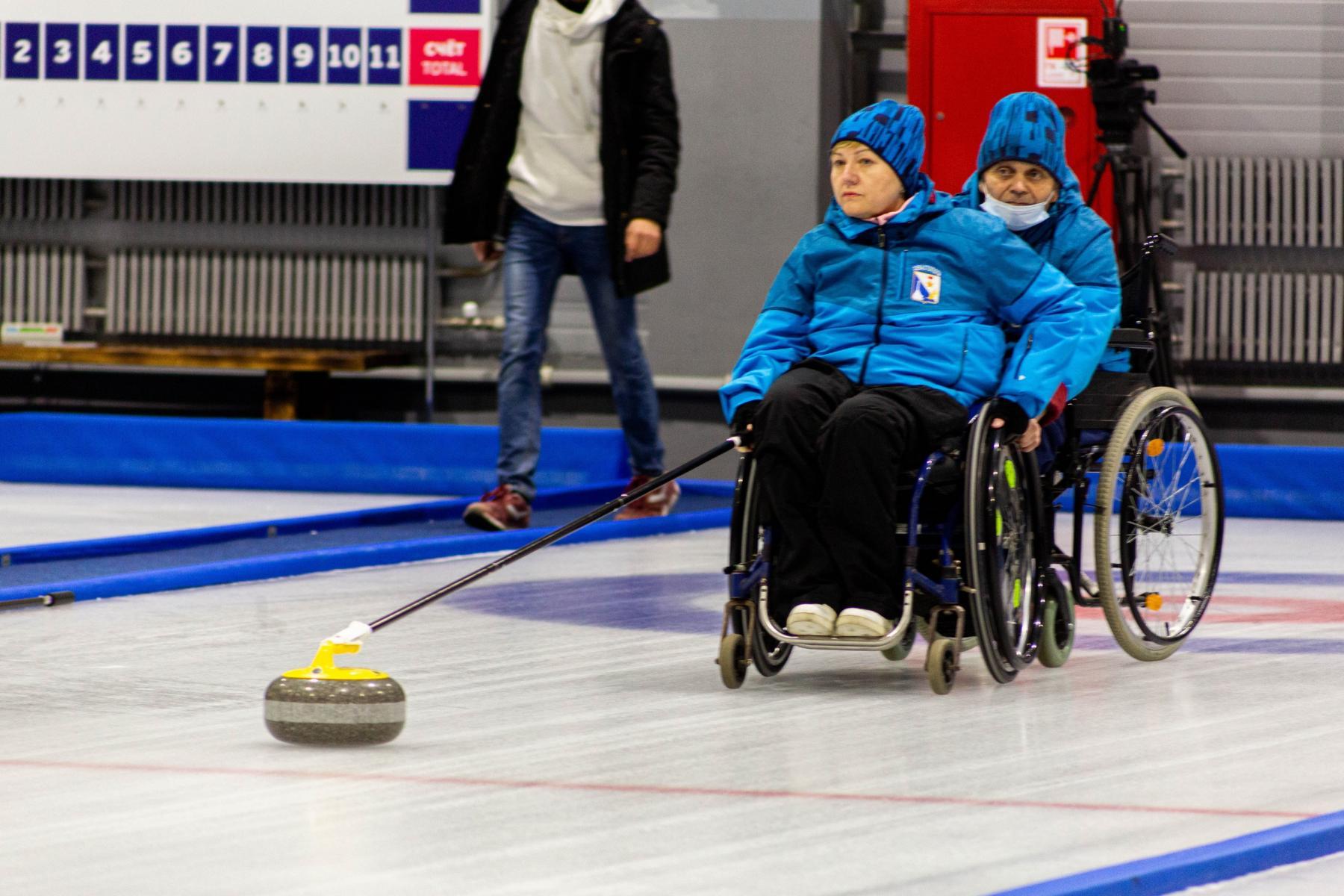 фото В Новосибирске прошли первые соревнования по кёрлингу на колясках 6