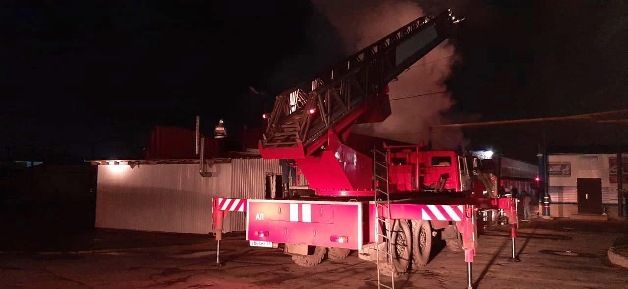 Фото В Кировском районе Новосибирска ночью горело кафе 3