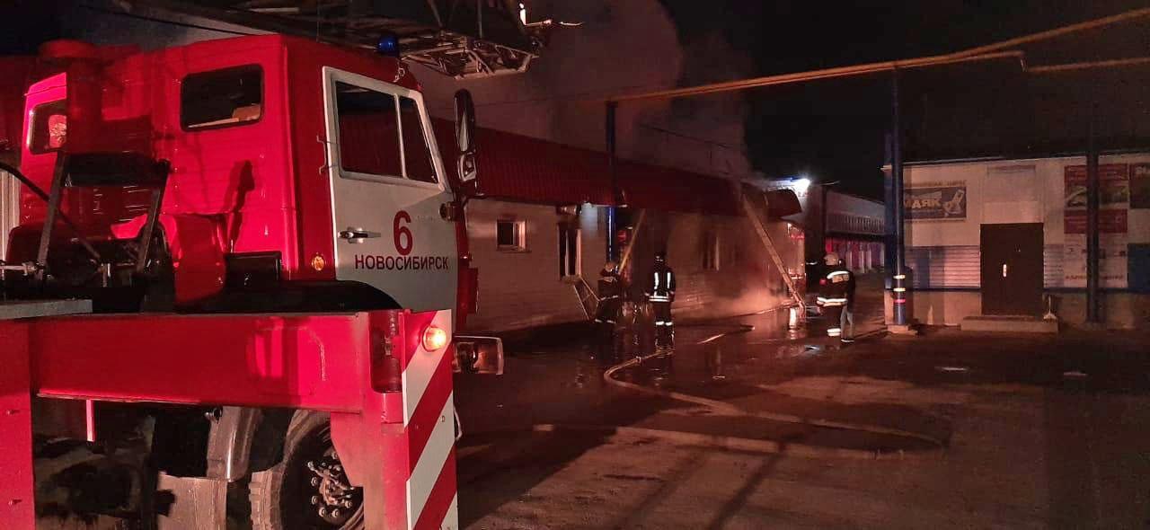 Фото В Кировском районе Новосибирска ночью горело кафе 4