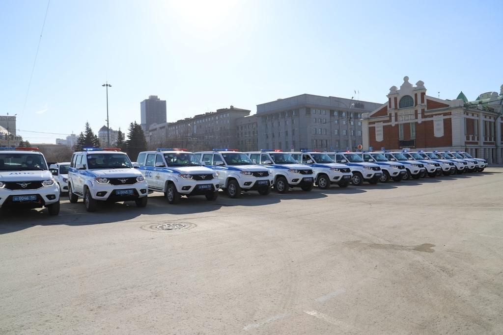 фото Инспекторы ГИБДД получили новые автомобили в Новосибирске 3