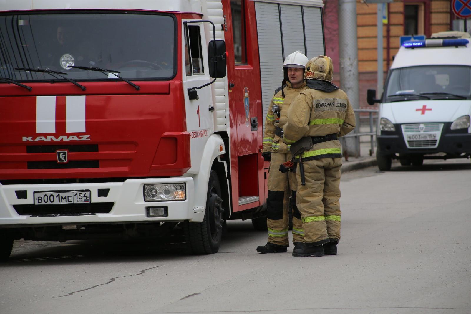фото Учителям разрешили вернуться в школу после эвакуации в Новосибирске 3