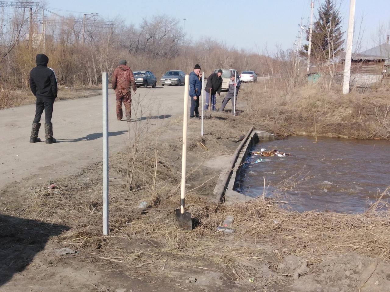 Фото Мать пропавшего под Новосибирском 6-летнего мальчика обвинила власти Оби в бездействии 3