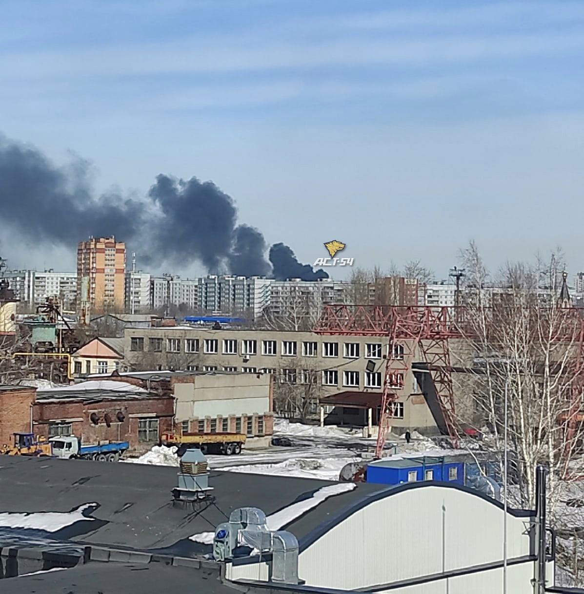 фото Чёрный столб дыма поднялся над Новосибирском из-за пожара на подстанции – видео 2