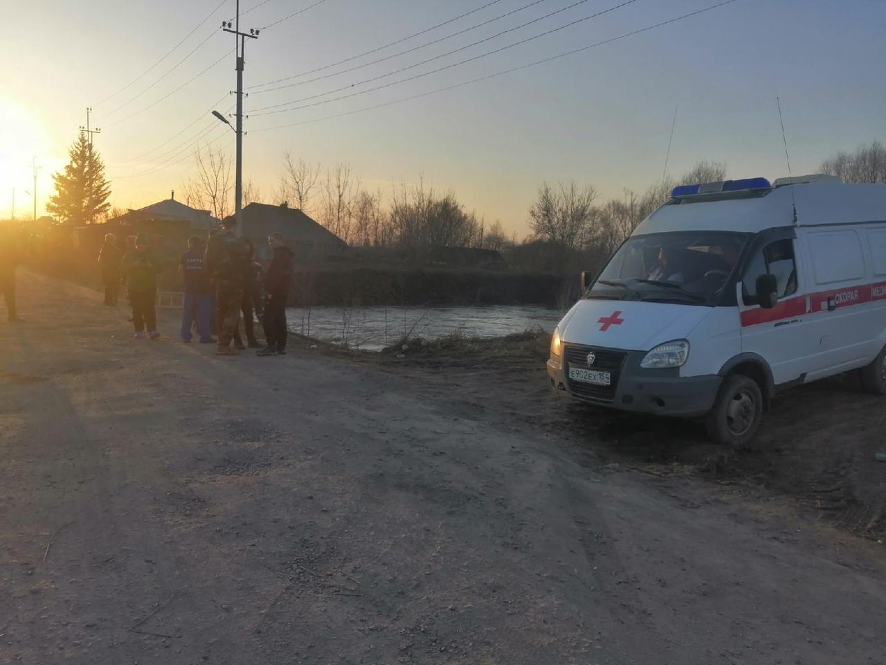 Фото В Новосибирской области ищут попавшего в коллектор ребёнка 2