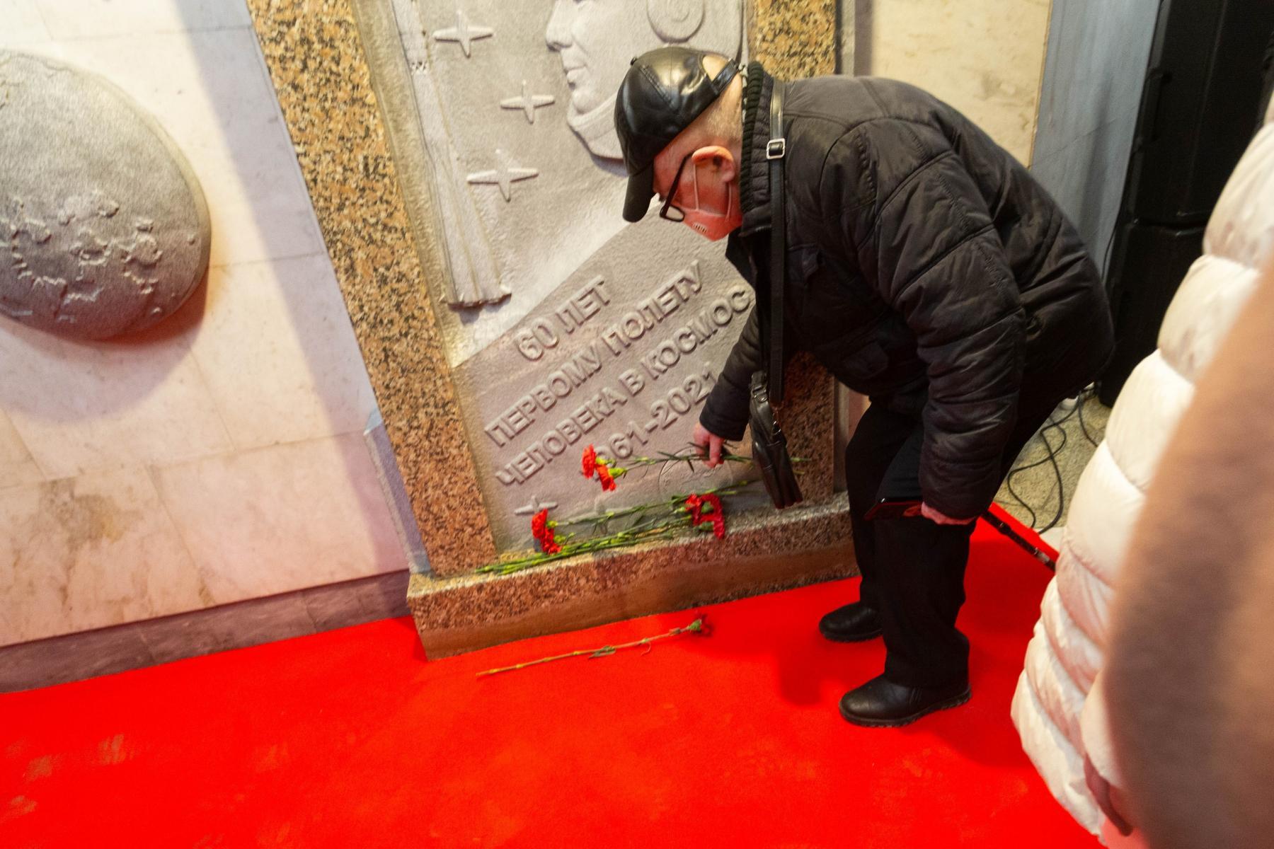 фото Барельеф Юрия Гагарина торжественно открыли в Новосибирске 9