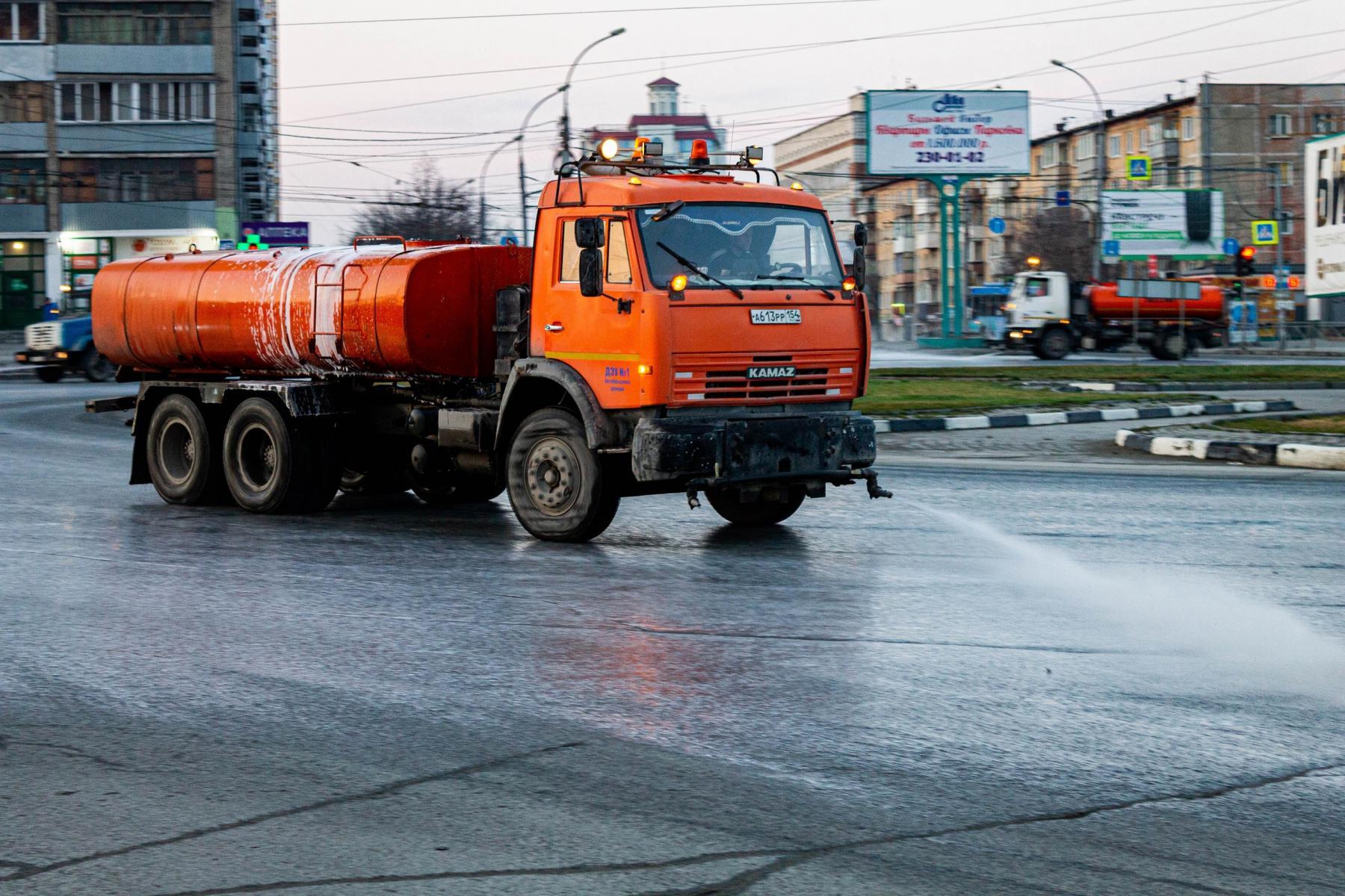 фото В Новосибирске приступили к уборке улиц шампунем «Бионорд» 4