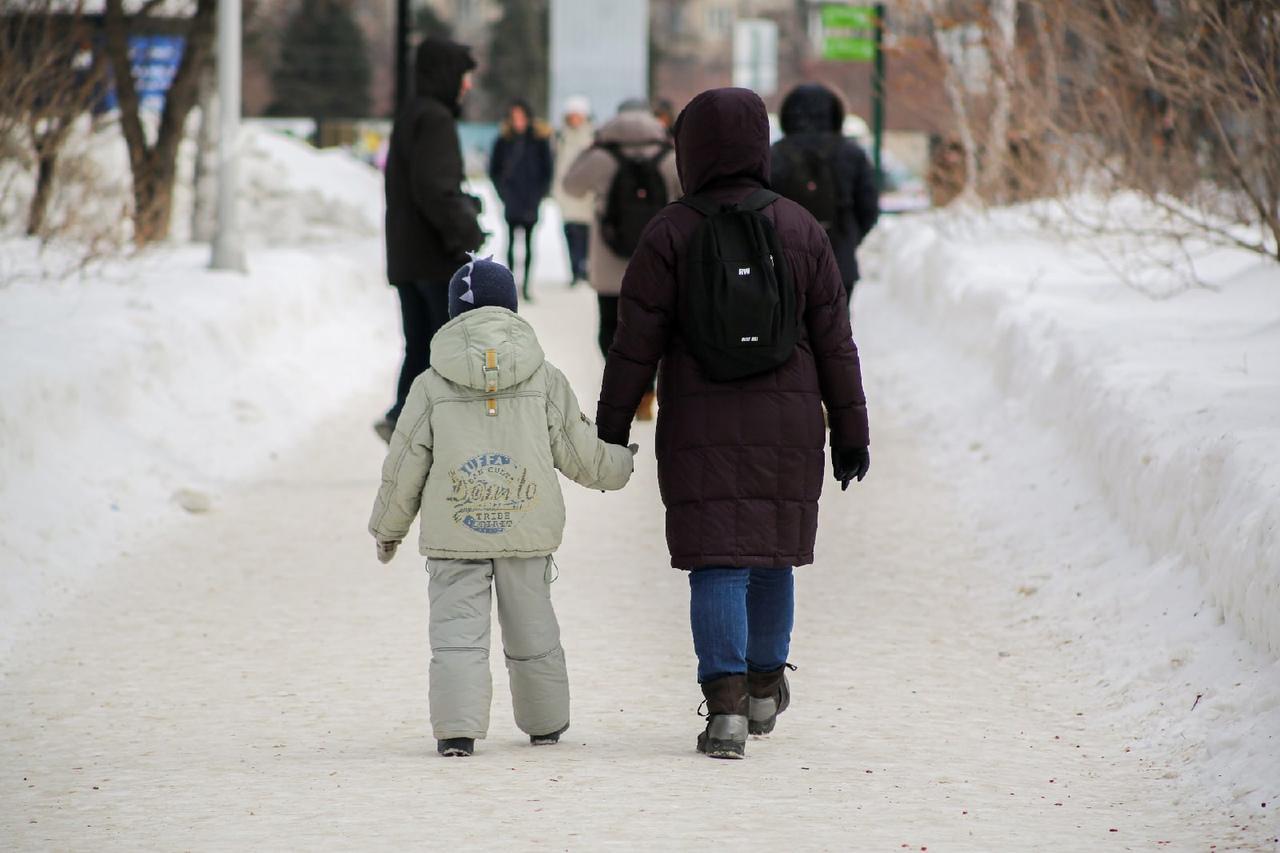 фото За повышенной выплатой на детей от 3 до 7 лет обратились 27 тысяч человек в Новосибирской области 2