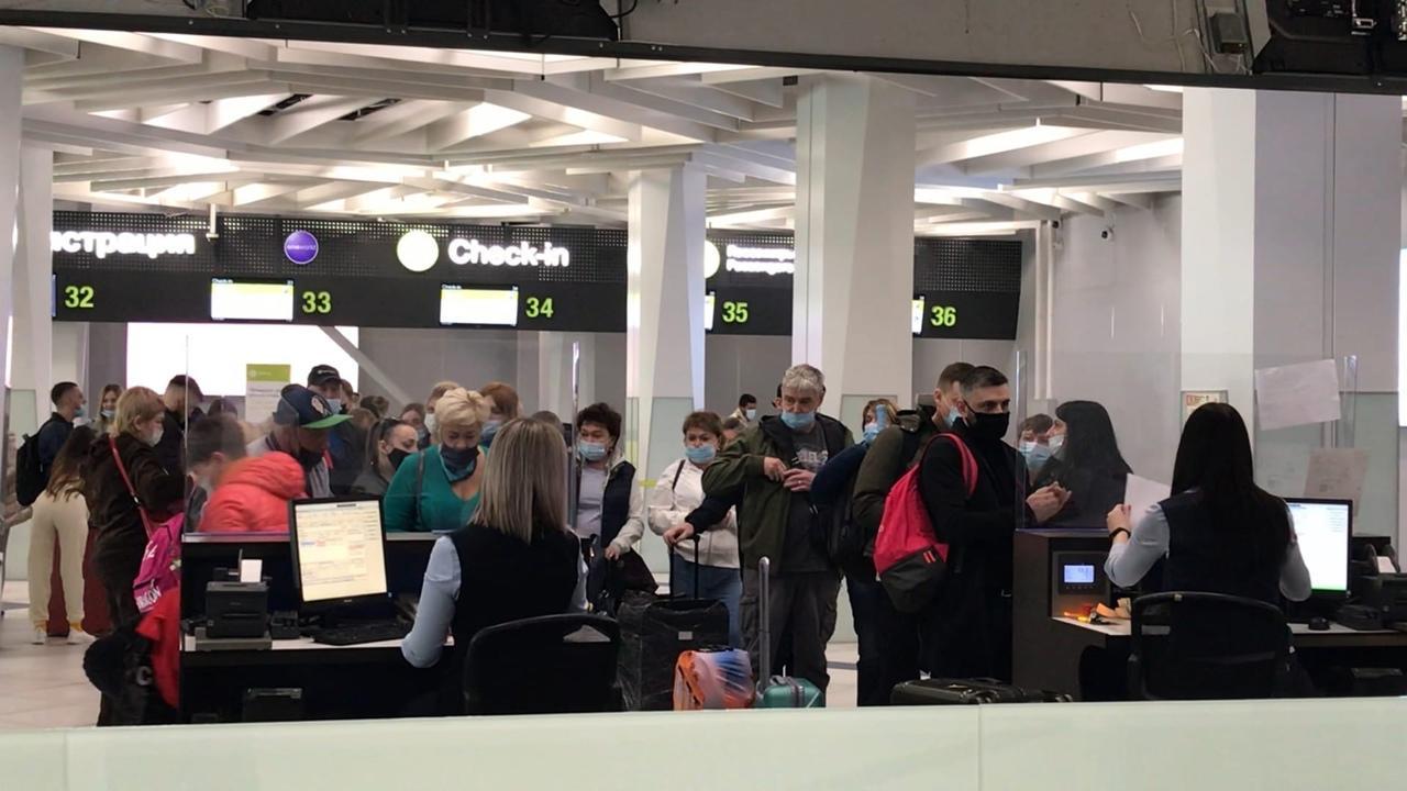 Фото «Россия нас не бросит»: сибиряки отправились в Турцию несмотря на ограничения полётов 4