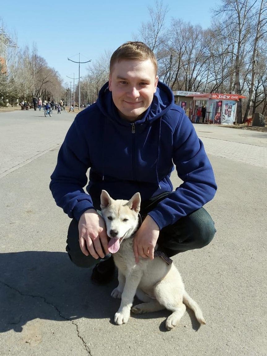 фото Глава Хакасии поселил в своём доме щенка из приюта 2