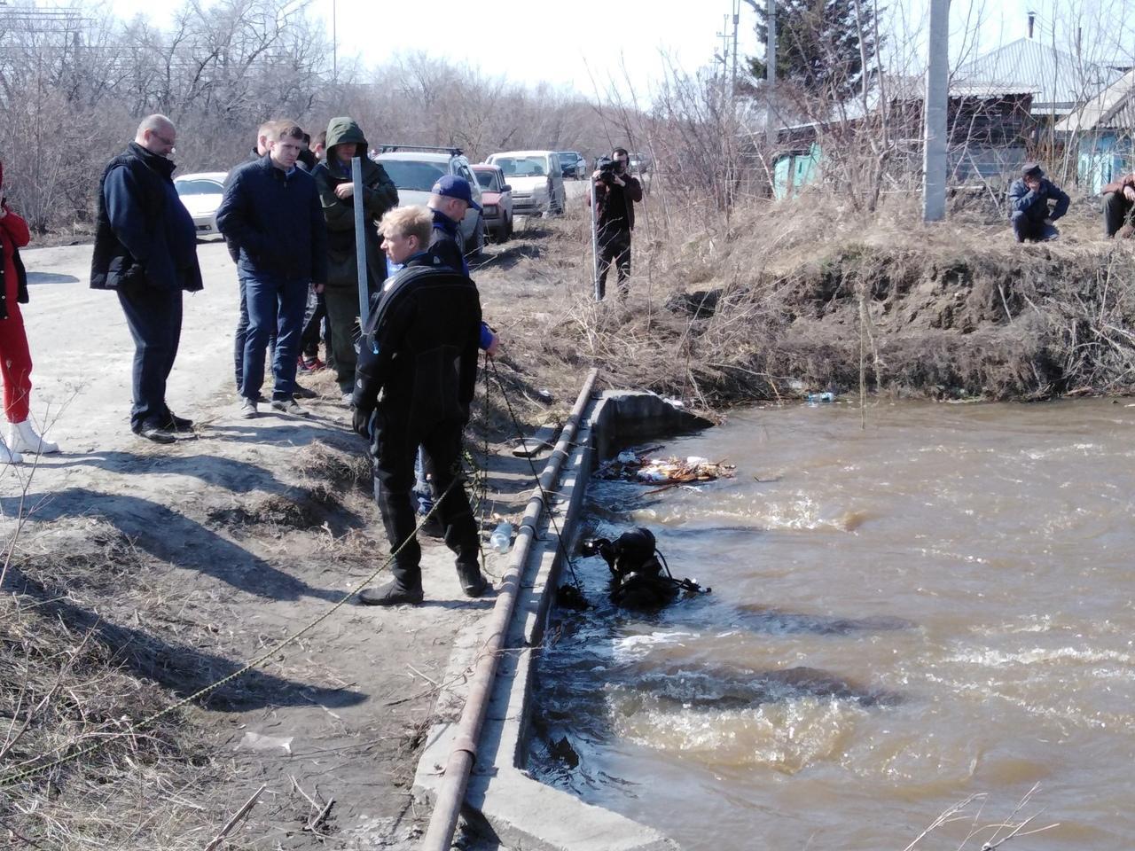 фото Детский ботинок нашли водолазы в месте пропажи 6-летнего мальчика под Новосибирском 2